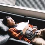 働いて寝るだけの生活は自由な時間の使い方次第で脱却出来る理由とは